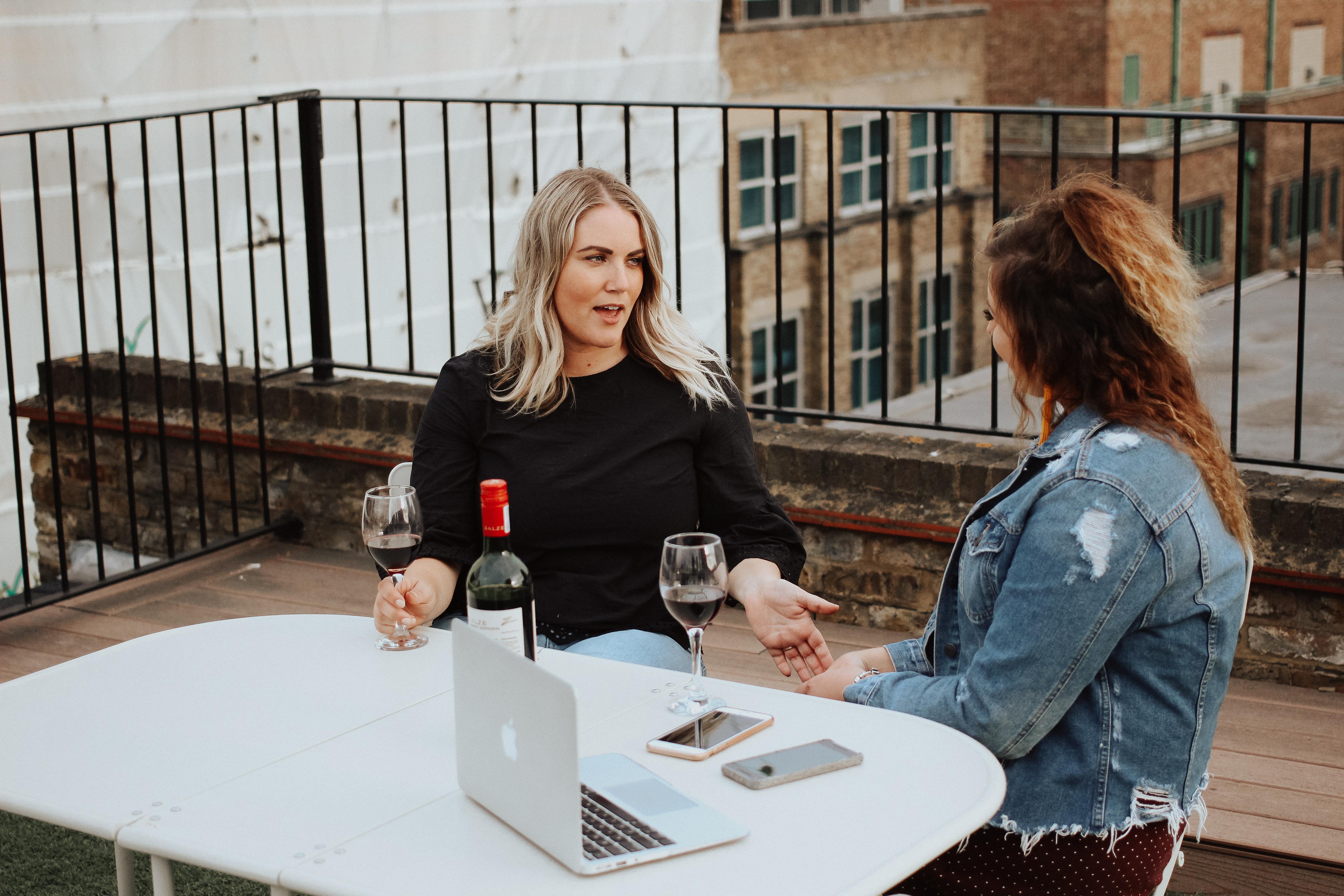 The Social Project, How To Make Friends, Social, Social Blogger, Social Media, Girl Boss, Entrepreneur, Creative, Collaboration, Barrie Wedding Planner, Barrie Social Media, Make Friends Club